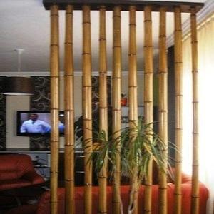 Diantaranya Sekat ruangan dari bambu menjadi penyekat ruangan yang indah